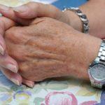 Las manos no esconden la edad.