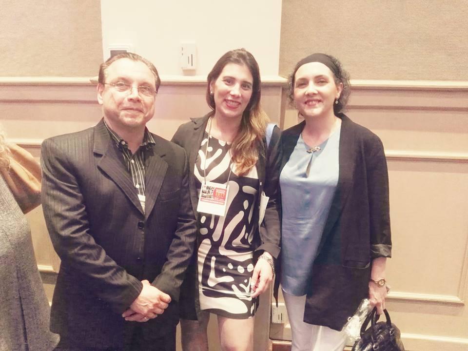 Compartiendo foto con una de las asistentes y el Dr. De Rossi Fattaccioli.