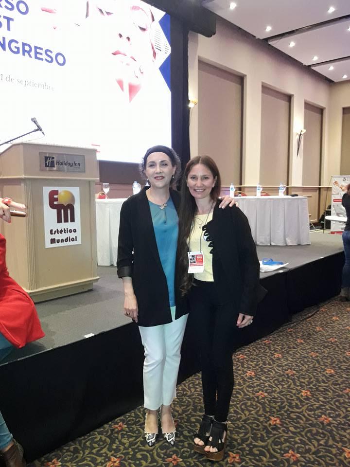 Con una de las asistentes del Congreso.